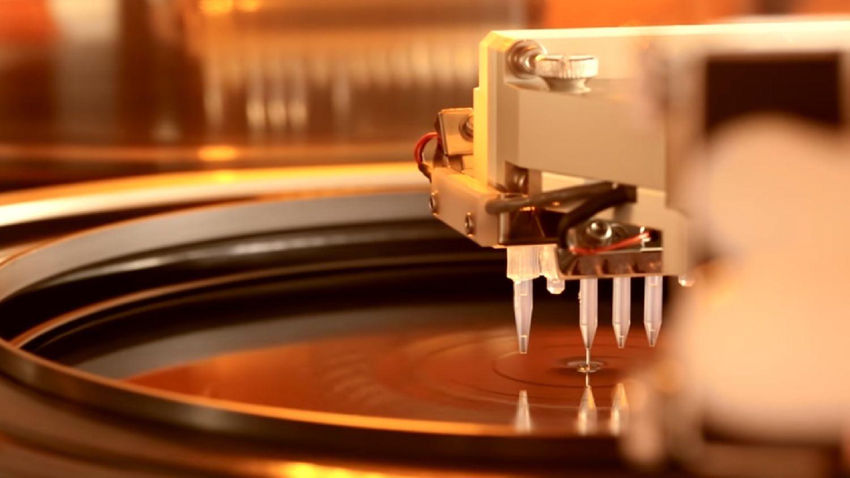 Un wafer exposé au processus de photolithographie
