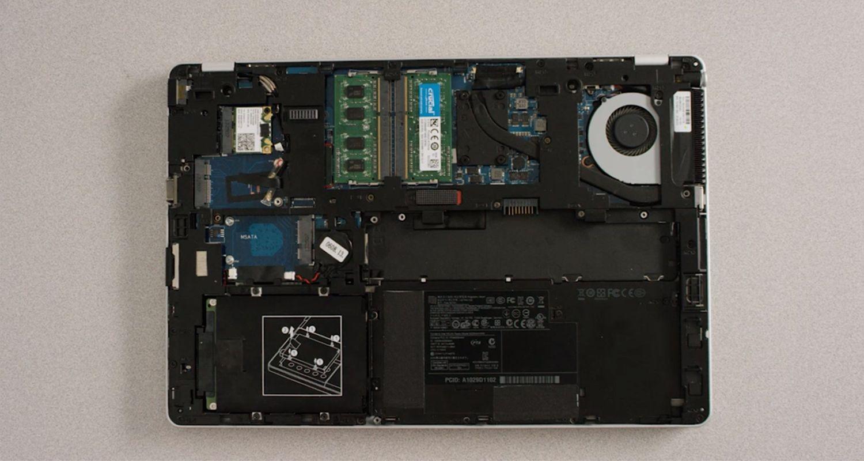 L'intérieur d'un ordinateur portable sans boîtier