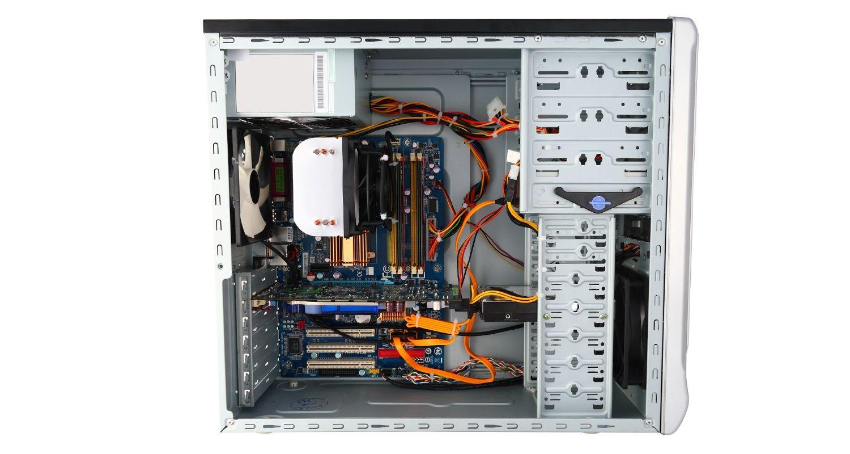 Boîtier d'ordinateur sans le panneau latéral.