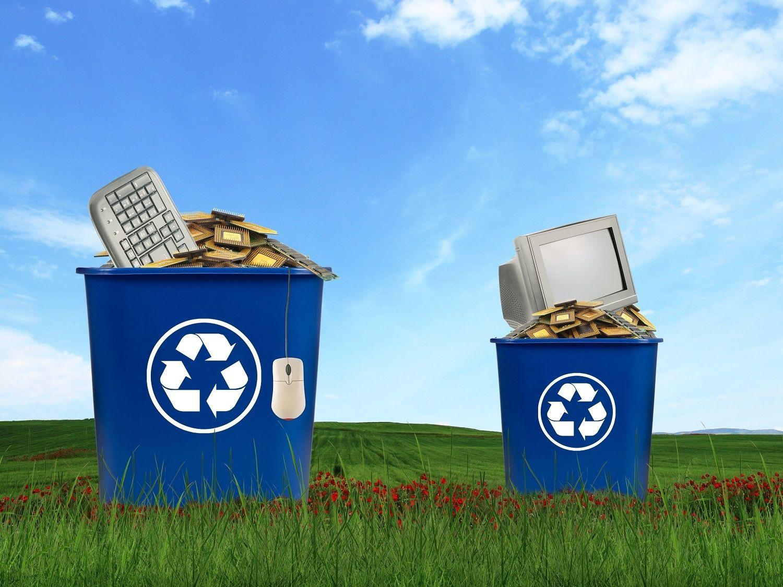 Les composants informatiques, tels que les écrans les souris, les claviers et les processeurs peuvent être placés dans un conteneur de recyclage
