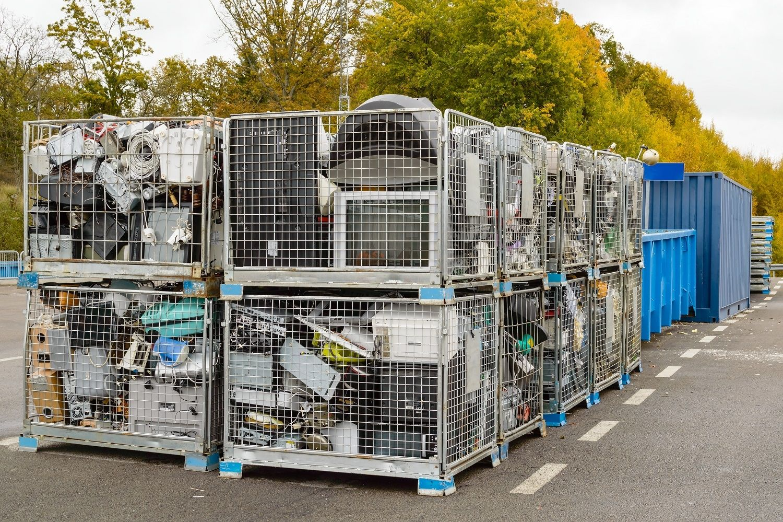 Les déchets électroniques, y compris les ordinateurs, doivent être placés dans des conteneurs de recyclage